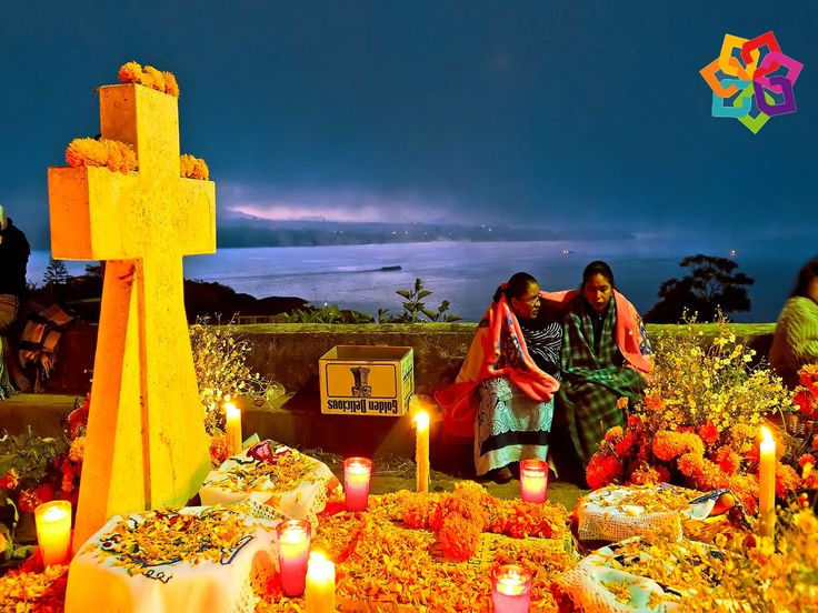 """MICHOACÁN MÁGICO. Dentro del cúmulo de manifestaciones culturales de Michoacán, destacan las festividades religiosas, como es el caso de la festividad conocida como """"Noche de Muertos"""", una celebración especial entre los grupos indígenas Purépechas. Le esperamos con los brazos abiertos, en sus próximas vacaciones de días de muertos. HOTEL DELFIN PLAYA AZUL http://www.hoteldelfinplayaazul.com/portal/"""