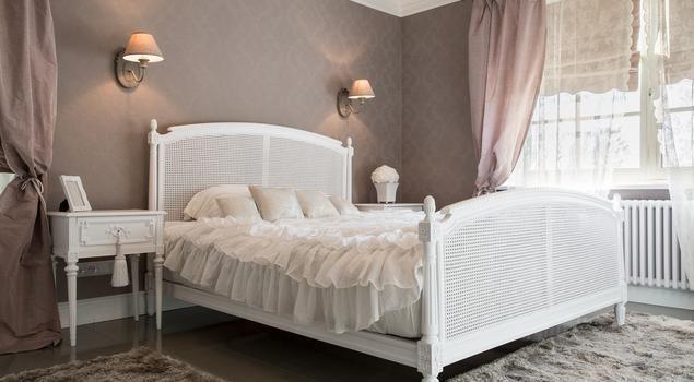 Sypialnia w romantycznym stylu...i od razu śpi się spokojniej. #aranżacja #sypialnia