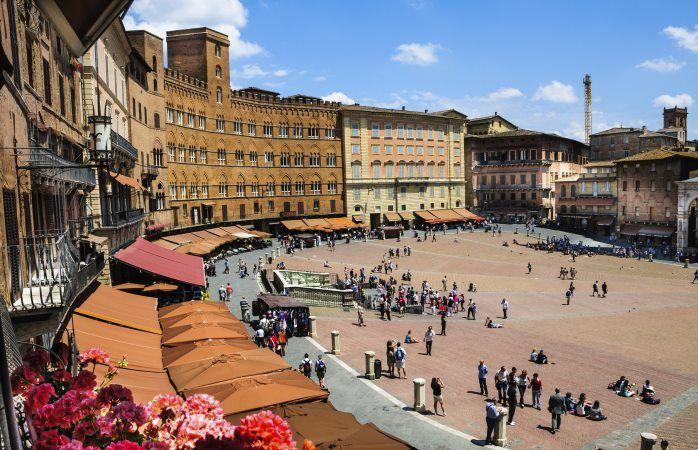 La Piazza del Campo, la belle place publique de Sienne, Italie #momondo