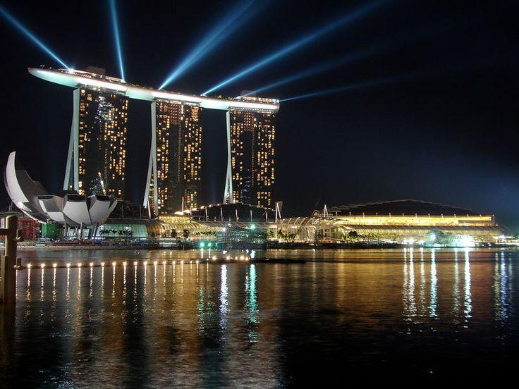Sands SkyPark - Berenang di atas salah satu gedung hotel tertinggi yang ada di Singapura. Pingin nyobain! #SGTravelBuddy