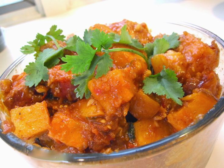 Mancha Manteles (Spicy Chicken Stew with Fruit)