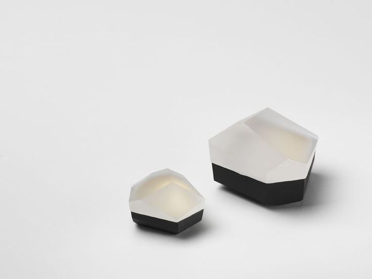 Andrea Walsh / Small Faceted Boxes / Black Bone China with 22ct Burnished Gold and Clear Glass / Courtesy Galerie Mouvements Modernes