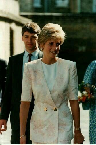 September 17 1991 Princess Diana, tours the Guinness Estate in Mansell Street, Aldgate, East London. During the visit she was greeted by many Bengali and Asian
