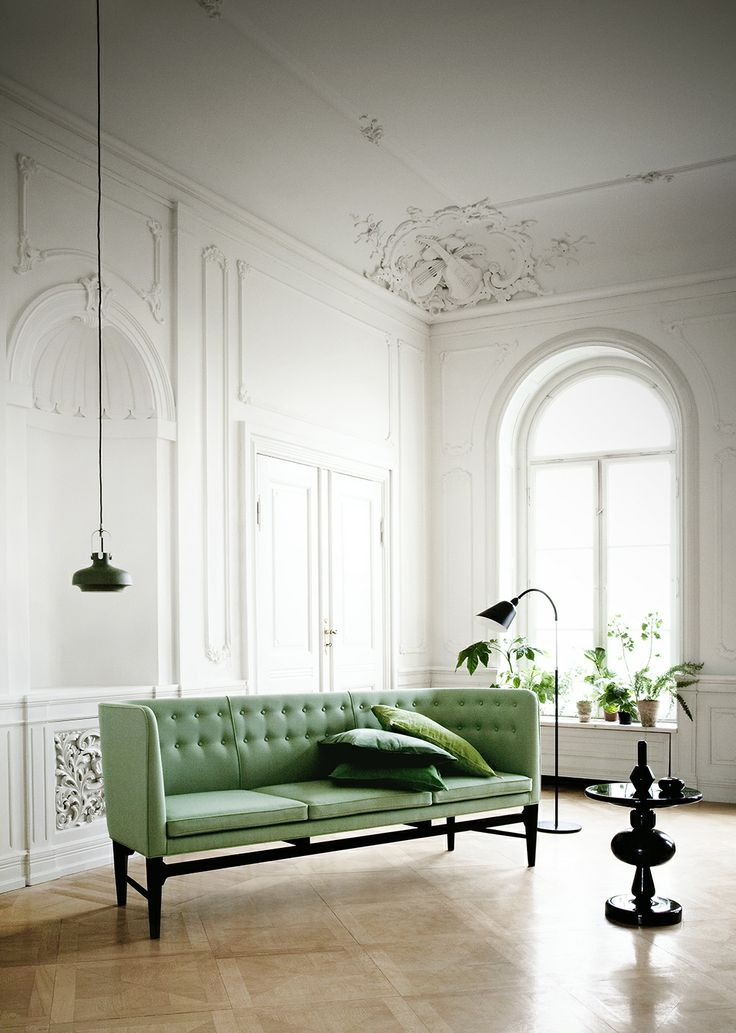 &tradition MAYOR Sofa, COPENHAGEN Pendant, SHUFFLE Table, BELLEVUE Lamp #Andtradition #ArneJacobsen