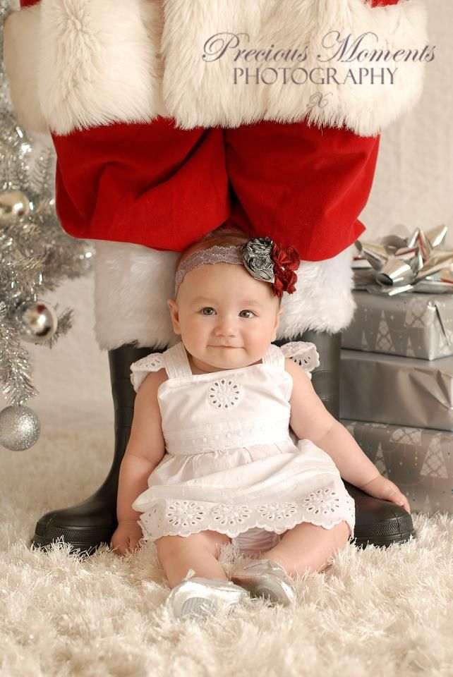Baby's 1st Christmas Photo Session Idea / Santa / Prop Ideas / Props / Family / Fun Holiday Card Idea / Precious Moments Photography: