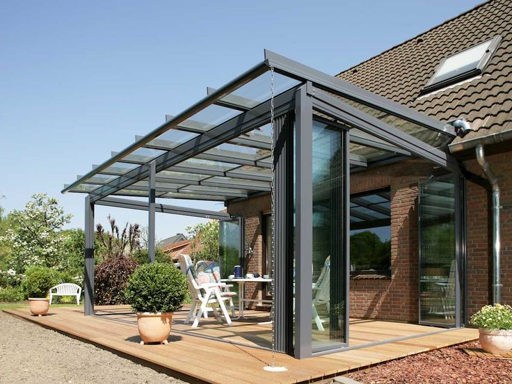 Mit einer Terrassenüberdachung oder einem Glashaus von Solarlux genießen Sie den Garten das ganze Jahr. Erleben Sie grenzenloses Freiluftvergnügen.