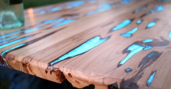 To give his latest project a creative twist, DIYer Mike Warren added photoluminescent powder into the resin on a table, creating a filler that charges up in sunlight and emits a cool blue glow when in partial or complete darkness.
