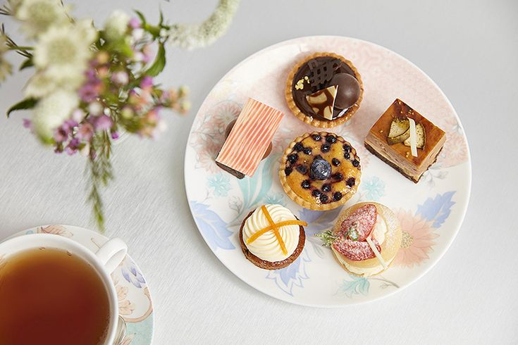 Covent Garden Tea Bar - delicious cakes; including raspberry pavlova, carrot cake, gluten free salted caramel brownie and the triple chocolate cake. #daysoutinlondon #teaparty #afternoontea
