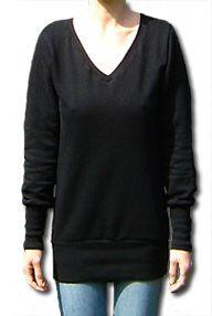 Longpulli (Freebook) mit breitem Bündchen und V-Ausschnitt. Genäht wird der Pulli aus Sweatshirtstoff oder Jersey. Der Schnitt kommt in zwei Größen: S: 34/36 und M: 38/40   schneidern-naehen.de