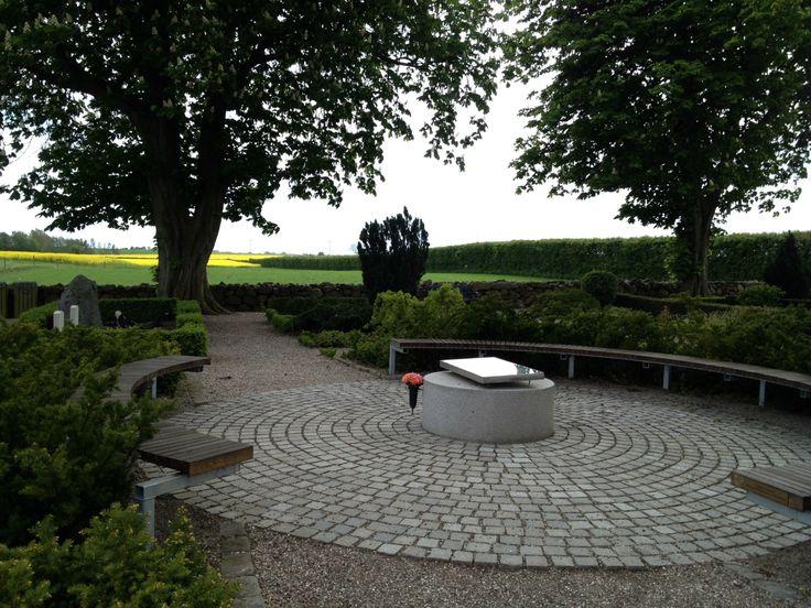 Elvira Madigan & Sixten Sparre Mindeplads på Landet Kirkegård - www.taasingeinfo.dk