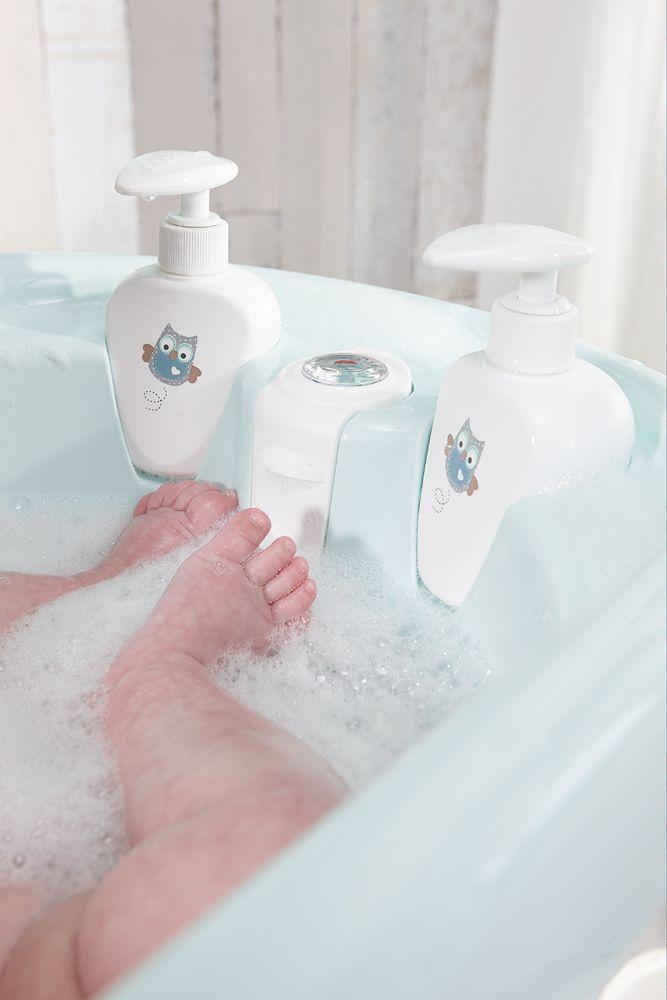 bañera con dosificadores y termómetro incluidos, para que toda la atención se centre en el bebé y disfrutar del momento mágico de su baño.