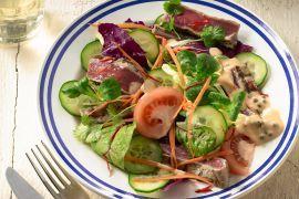 Foto van Thaise salade met biefstuk en peper-currydressing