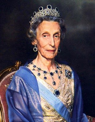Escanda♔ Queen Louise of Sweden, second wife of King Gustaf VI Adolf of Sweden, and aunt of Prince Philip, Duke of Edinburgh, wearing the Leuchtenberg Sapphire Parure