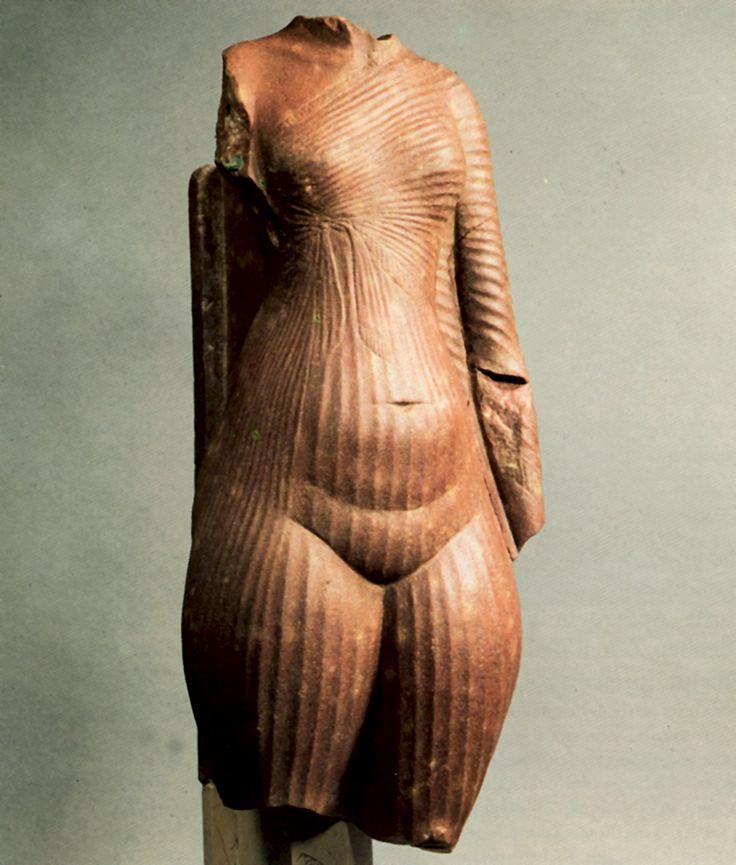 фрагмент статуи нефертити. Зрелая Амарна
