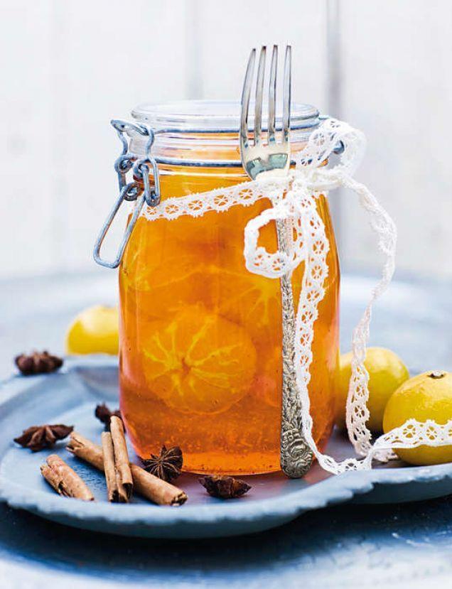 En lyxig inläggning är tacksam att ha på lut i kylen, men är också en fin present att ge bort. Jag serverar gärna frukten tillsammans med en len mandelgrädde, men vaniljglass är också gott till.