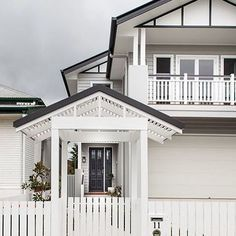 Another perfect Hamptons exterior with crisp colours, gable roofs and Scyon Linea weatherboards. By @evermoredesignedhomes. #australianarchitecture #architecture #exterior #exteriordesign #scyonwalls