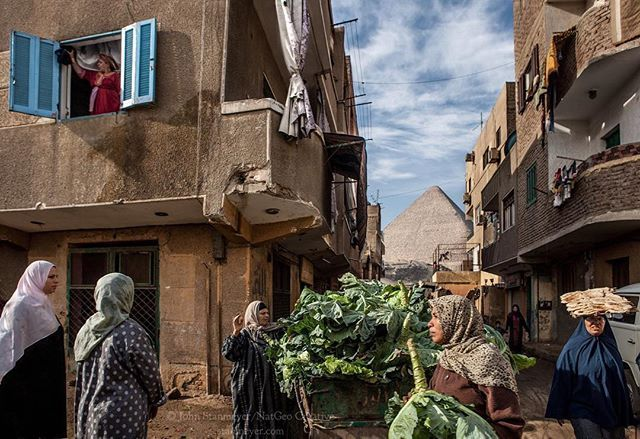johnstanmeyerGiza ~ Cabbage vender arrives between narrow alleyways, bringing out many buyers, shopping for dinner before the splendor of the Great Pyramid's of Giza, Egypt. Such a poetic scene has replicated itself for centuries with the land of the pharaohs. • Do follow my latest project, @bridging.stories, here on Instagram. Thank you so much, @JohnStanmeyer • @natgeo @natgeotravel @natgeocreative @thephotosociety #egypt #giza #gizah #gizeh #pyramid #gizapyramid #greatpyramidsofgiza…