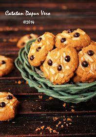 Kenari Choco Crunch ini resep diambil dari bungkus Blue band Cake and Cookie sebenernya, hihihihi iseng aja lihat di balik kem...