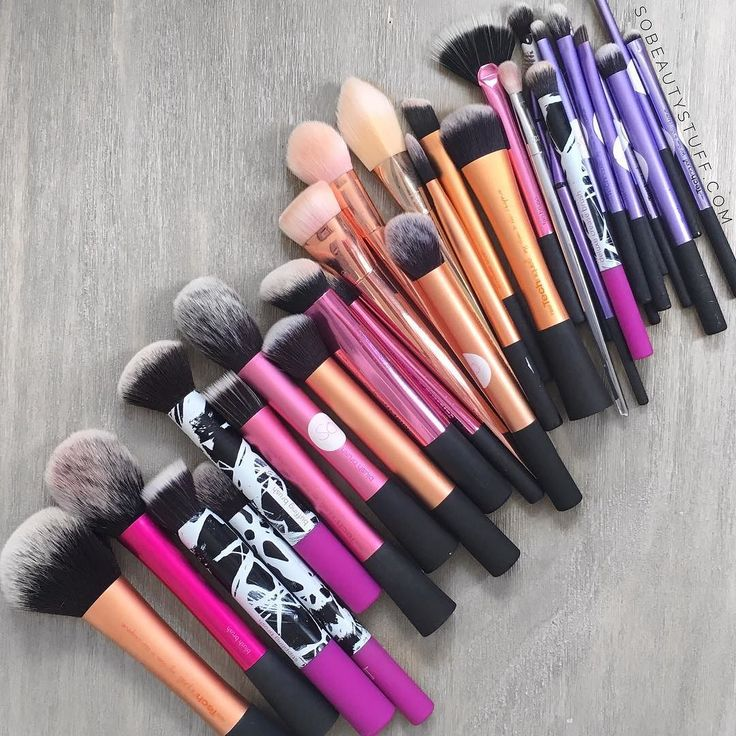 Next in my fave brushes are @realtechniques All the brushes in their various collections are attractive to look at fantastic quality and a great price... what's not to love?! #realtechniques #realtechniquesbrush #boldmetals