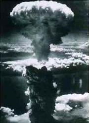 Foto explosión bomba atómica