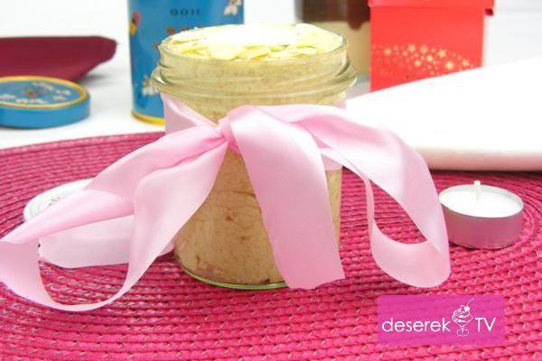 Przepis na Krem Rafaello idealny krem do tortów i na kanapki. Bardzo prosty przepis na smaczny domowy kokosowy krem kanapkowy. Zobacz inne przepisy kulinarne ze djęciami i filami video na Masło Orzechowe, Krem Nutella czy Krem Bounty