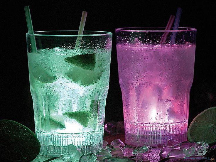 Ciesz się oryginalnym designem Twojego mini barku domowego ze świecącymi szklankami LED!  #impreza #zabawa #szklankiLED
