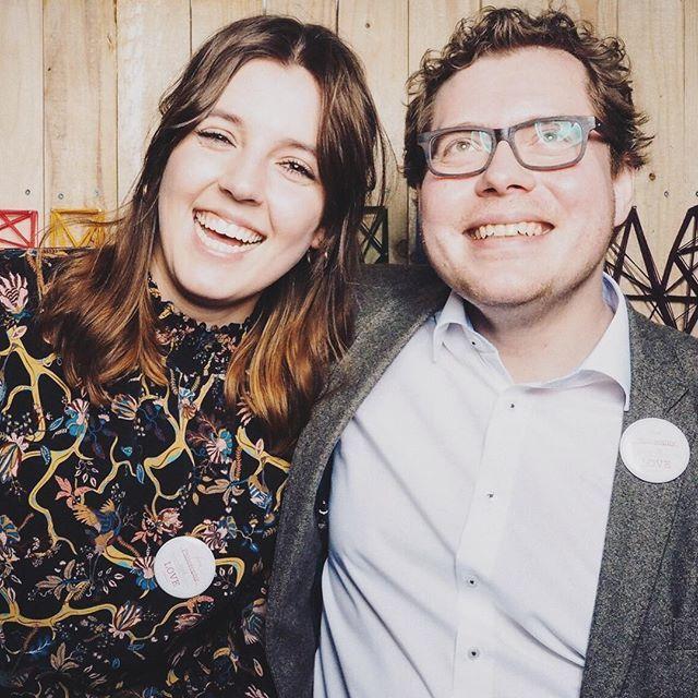 Happy #weddingwednesday 💗 Hier seht ihr noch ein tolles Bild von Lisa & Henning #trauteam 👏 entstanden auf der #maxliebtmarie bei @myfunkywedding 💗 Wir schicken euch gute Laune to go & wünschen euch einen schönen Mittwoch ❤ www.philosophylove.de #philosophylove #traurednerin #hochzeitsredner #trauredner #trauzeremonie #hochzeitsblog #weddingblog #instabraut #instabräute #instabraut2018 #instabräute2018 #hochzeitsinspiration #weddinginspiration #hochzeitsmesse #düsseldorf #nrw
