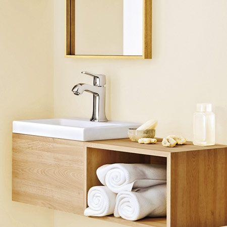Klare Flächen, helle Farben und edle Materialien bringen Ruhe in jedes Bad.