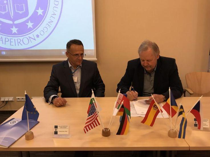 w trakcie XI Security Forum 2017 - konferencji międzynarodowej - nasza Uczelnia podpisała porozumienie o współpracy z Wydziałem Prawa i Administracji Uniwersytetu Warmińsko-Mazurskiego w Olsztynie.