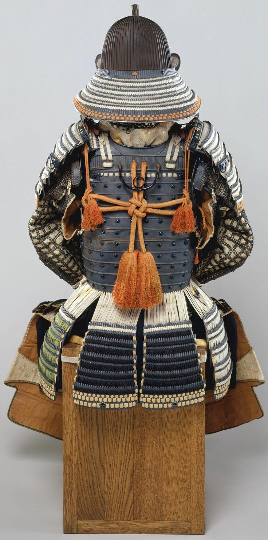 echizen.mine.nu Suji bachi kabuto, hatomune byo-toji yoko-hagi okegawa dou gusoku, kabuto