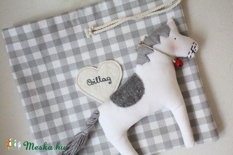 Csillag, a játék lovacska (serendipity22) - Meska.hu