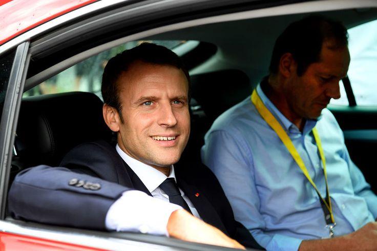 Emmanuel Macron dans le peloton du Tour de France