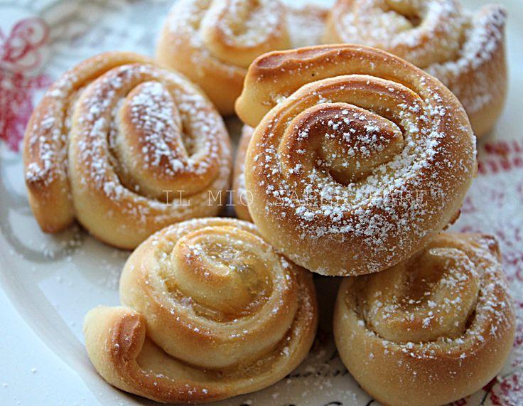 GIRELLE CON MARMELLATA, DANUBIO DOLCE - Qui la #ricetta #BlogGz: http://blog.giallozafferano.it/loti64/girelle-con-marmellata-ricetta-danubio-dolce/ #GialloZafferano #dolce #dessert #marmellata