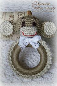 Schattig en leuk als kraamcadeautje is een gehaakt baby speeltje. Een rammelaar Nijntje en een speeltje Teddy gingen al vooraf, kli...