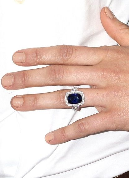 Guess which celebrity got a sapphire engagement ring that looks SO much like Kate Middleton's? Click to see more pics.