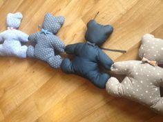 """tour de lit ou de parc pour bébé """"farandole d'oursons"""" - confort et douceur assurés - modèle exclusif et déposé : Chambre d'enfant, de bébé par sheren"""