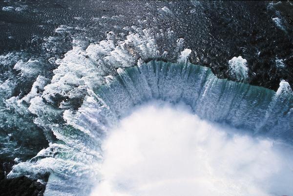 ::: HIS :::【ニューヨーク空港発着】 ナイアガラの滝1泊2日・スタンダードクラス滞在