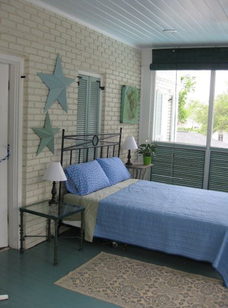 Outdoor Screened In Porch On The Ms Gulf Coast Sleeping