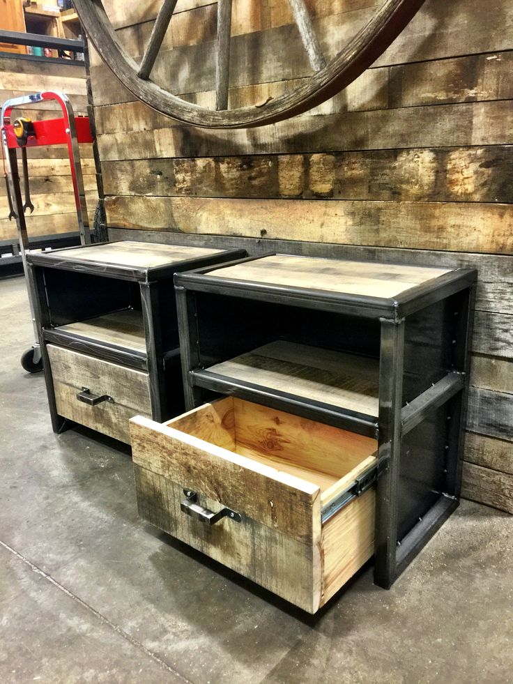 17 best images about industrial furniture on pinterest industrial metal metals and wood and metal - Tafel met chevet ...