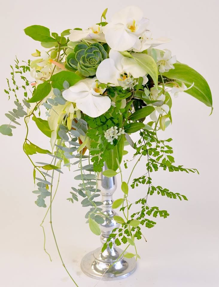 Green and white centerpiece by Hitomi Gilliam
