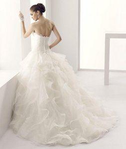 Elegante una línea sin tirantes de partida y de las lentejuelas barrido del cordón / cepillo tren vestidos de novia de tul