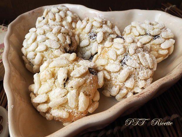 Biscotti al cocco con riso soffiato e cioccolato. Buoni anche a colazione. #biscotti #cocco #cioccolato #risosoffiato  #senzaburro #senzalatte #pasticceria #senzalattosio #ricetta #recipe #italianfood #italianrecipe #PTTRicette