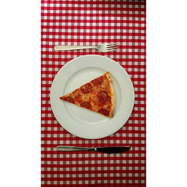 Na jednym  nigdy się nie kończy ;) Kto jest w stanie zjeść całą pizze sam?