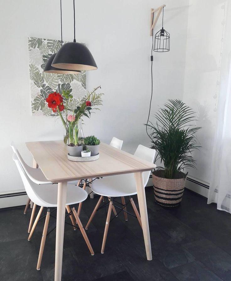 Elegant Der Esstisch Malou Berzeugt Durch Sein Design Aus Eichenholz  Frische Blumen Tolle Super Bequeme Sthle With Esstisch Nordisches Design