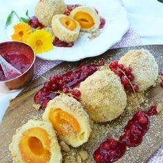 Marillenknödel zum Mittagessen ✌ wer ist dabei? Rezept gibt's auf meinem Blog! @ich.liebe.foodblogs #marillenknödel #einmuss #imsommer #topfenknödel #sogut #ichgönnmir #sommer #ribisel #lovedailydose #meinleckeresleben