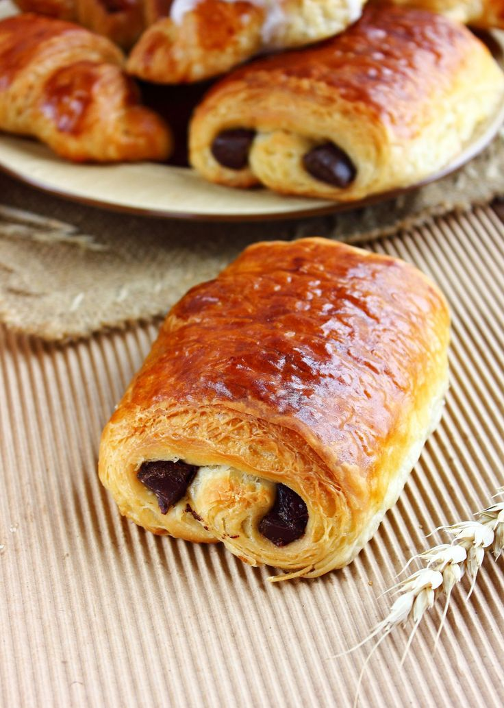 Petit pain chocolat et amande - I need to find someone who can translate to English. These look just like the chocolate pastries from Panera that I love.