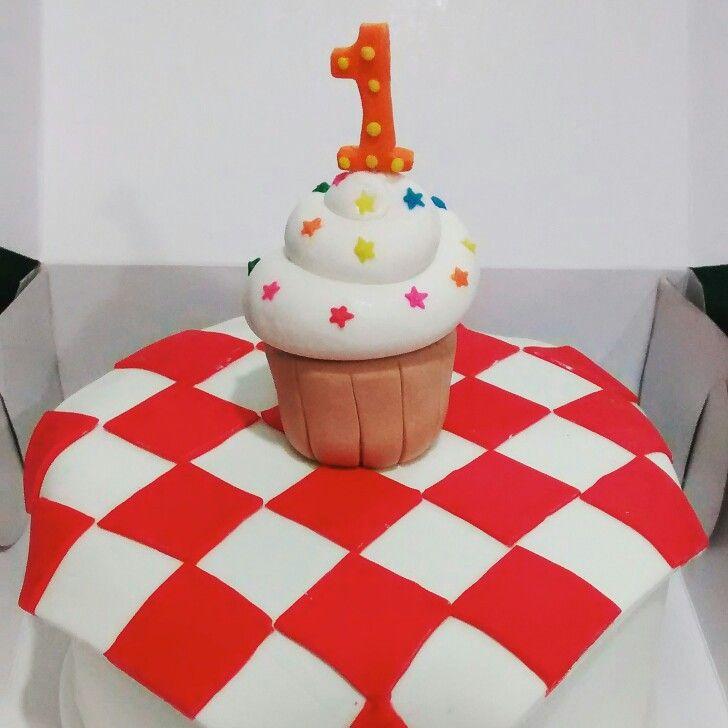 Cupcake picnic cake