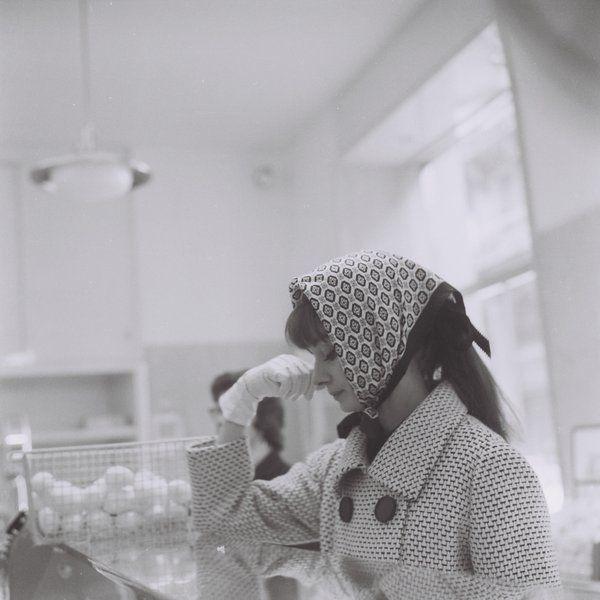 20_Audrey Hepburn in a Rome Bakery, November 1961.jpg