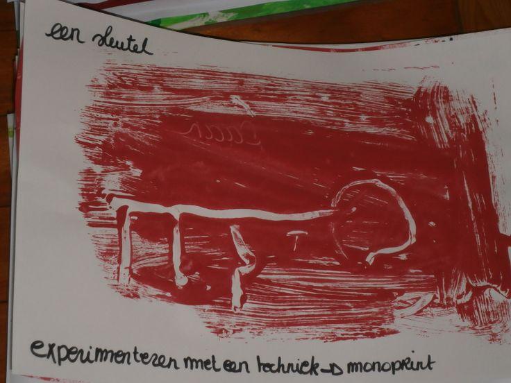 Techniek : monoprint Schilder op een plexiplaat, de kleuters tekenen met hun vinger een sleutel op de plaat. Later wordt er een afdruk gemaakt met papier.
