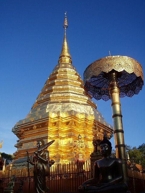 ワット・プラ・タート・ドイ・ステープはステープ山頂に建てられた寺院。北部で最も神聖な寺院。チェンマイ 旅行・観光の見所。
